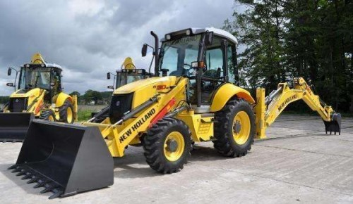 на фото: Экскаватор-погрузчик New Holland B90B LR
